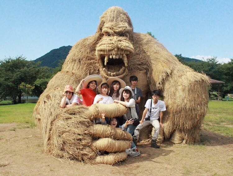 Colossal Rice Sculptures Pop Up at Japan's 10th Annual Wara Art Festival -sculptures, japan