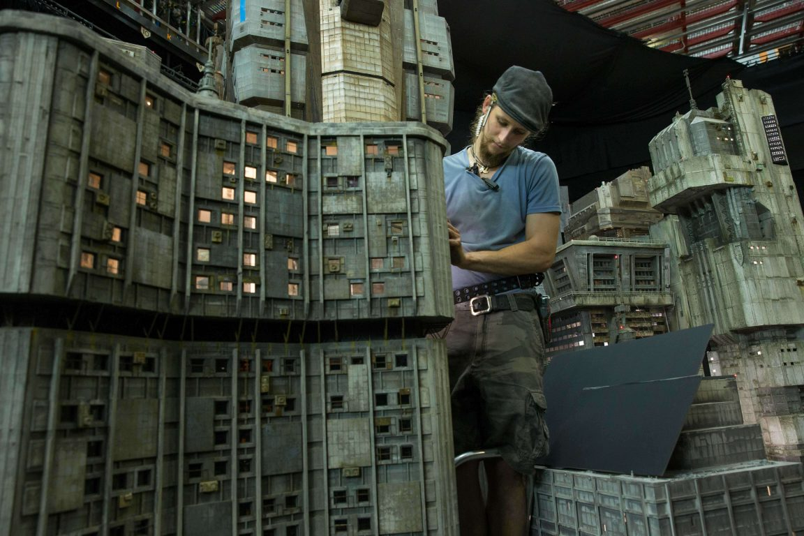 Weta Workshop Shows How Miniatures For Blade Runner 2049 Were Built -sculptures, movies, movie, gohome