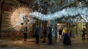 """Artist Philip Beesley Blends Artificial Intelligence and Interactivity to Build """"Living"""" Architecture -installation, gohome"""