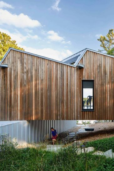 Zigzag Rooftops of Canadian lake house by Julia Jamrozik and Coryn Kempster -lake, house, farmhouse, canada